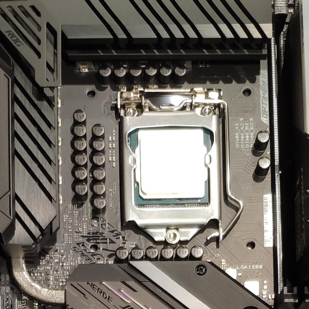 CPUの取り付けとLGA1200のソケット確認